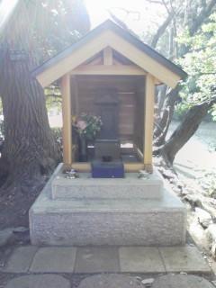 20071206横浜こども自然公園大池の弁財天様2.jpg